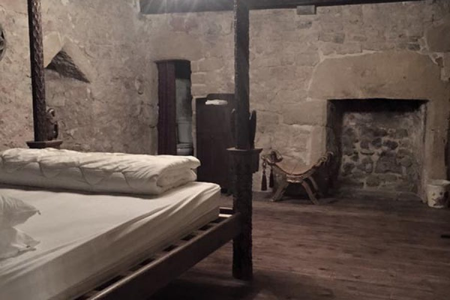 llanthony secunda manor ghost hunt, sleepover and breakfast in south wales
