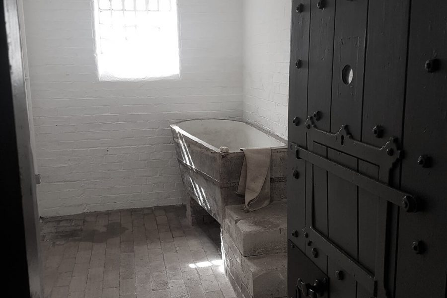 Ruthin Gaol cell with bath in the corner