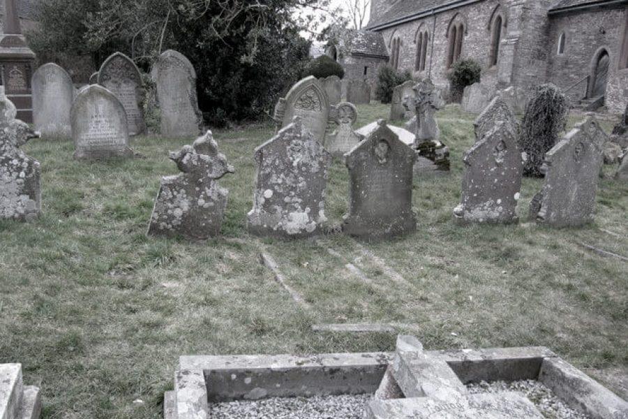 Skirrid Inn graveyard